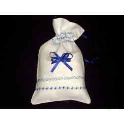 Woreczek lniany biały z niebieskim haftem