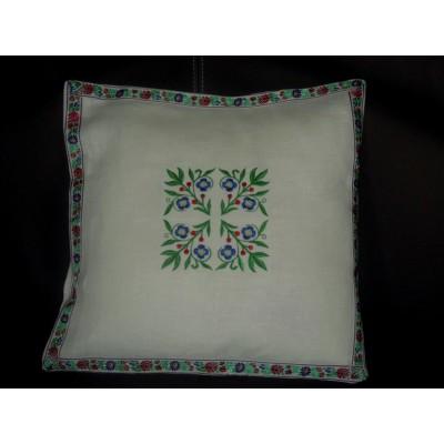 Poszewka lniana haftowana folk