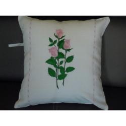 Poszewka lniana haftowana kwiaty